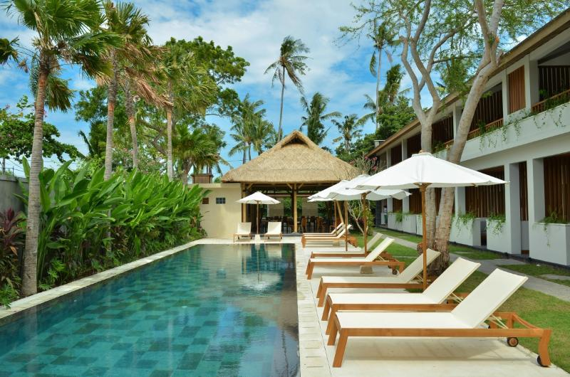 Swimming pool and lounges - Charming boutique resort by the best beach in Bali - Jimbaran - rentals