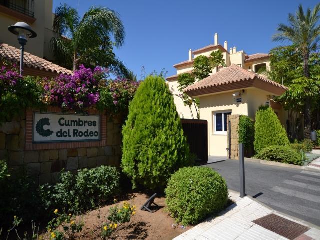 2 Bed Apartment Puerto Banus Cumbres del Rodeo - Image 1 - Marbella - rentals