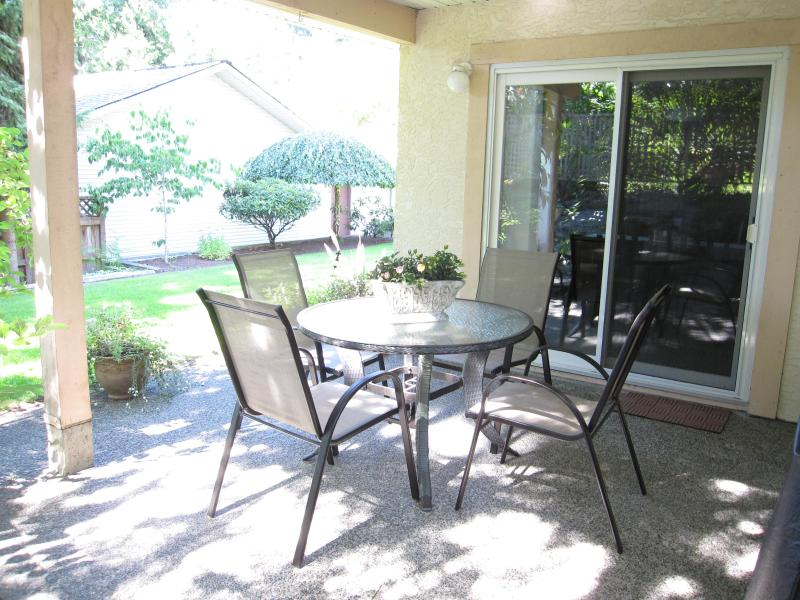 covered Private outdoor patio has a gas BBQ - 5 Star Reviews! Close to RRU - Victoria - rentals