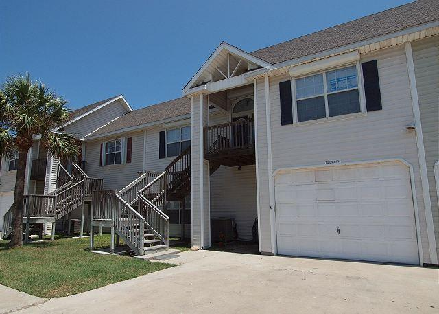 This lovely 3\2 townhome is just a short walk to the beach in downtown Port A - Image 1 - Port Aransas - rentals