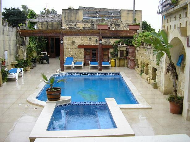 Pool facing south - For a peaceful and Tranquille holiday in Gozo sister Island of Malta - Xewkija - rentals