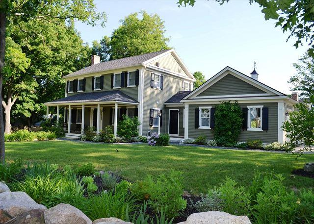 The front of Beachcomber House. - Beachcomber: Walk to Old Garden Beach and the Village of Rockport - Rockport - rentals