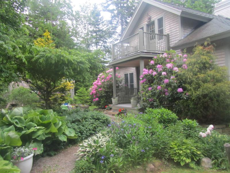 Drift Inn Cottage with lush gardens - Romantic Ocean View Cottage - Rockland - rentals