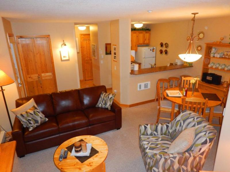cozy and bright living room, kitchen, and dining area - Gord and Bonita Wiens - Sun Peaks - rentals