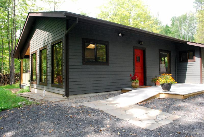 Marigold cabin by the stream -  heart of Woodstock - Image 1 - Woodstock - rentals