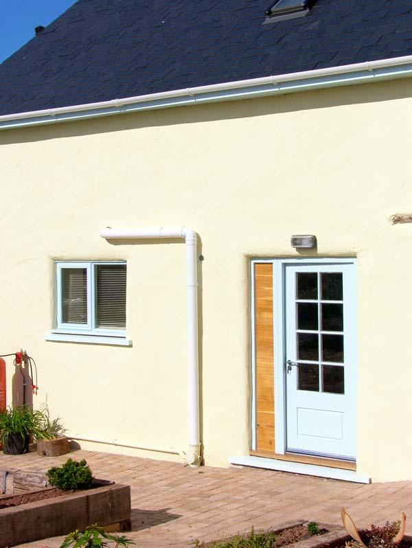 BEEKEEPER'S COTTAGE, surrounded by countryside, private patio, good for walking and cycling, near Pembroke, Ref 904775 - Image 1 - Pembroke - rentals