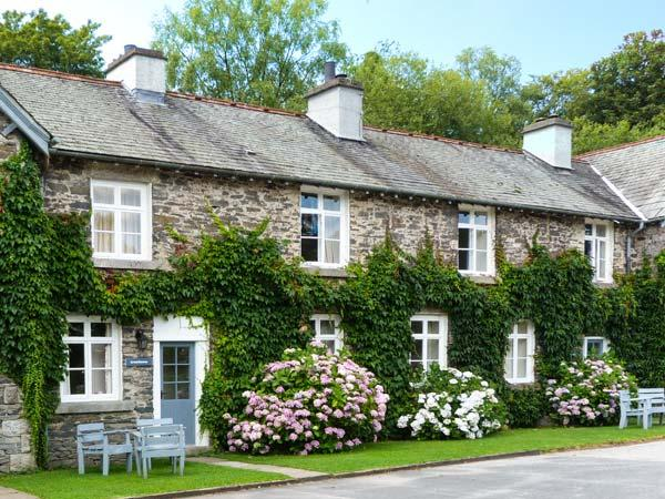 GREENHOWES, pet-friendly cottage with WiFI and fire, share grounds inc. heated pool, in Graythwaite, Ref. 914059 - Image 1 - Hawkshead - rentals
