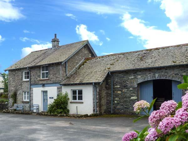 JUBILEE, en-suite, open fire, heated pool and fishing, pet-friendly cottage in Graythwaite, Ref. 914060 - Image 1 - Hawkshead - rentals
