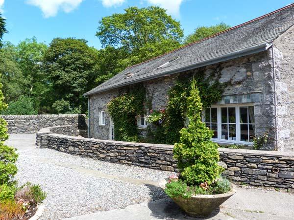 BULL PEN, shared grounds with fishing, swimming pool, gym, WiFi, pet-friendly cottage in Graythwaite, Ref. 914064 - Image 1 - Hawkshead - rentals