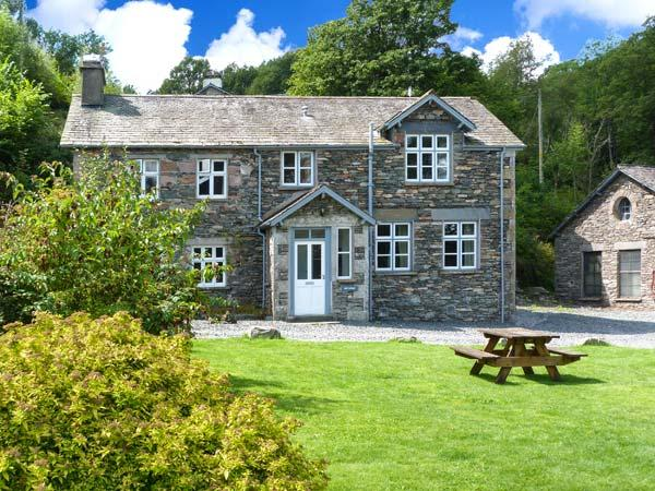 MILL COTTAGE, pet-friendly, 5000 acres of shared grounds with fishing, pool, play area, in Graythwaite, Ref. 914069 - Image 1 - Hawkshead - rentals