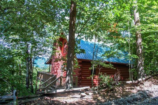 A BIRDS EYE VIEW- 2BR/2BA- CABIN SLEEPS 6, BEAUTIFUL MOUNTAIN VIEW OF THE COHUTTA MOUNTAINS, WIFI, WOOD BURNING FIREPLACE, HOT TUB, PET FRIENDLY, SMALL FENCED IN AREA! ONLY $125 A NIGHT! - Image 1 - Blue Ridge - rentals