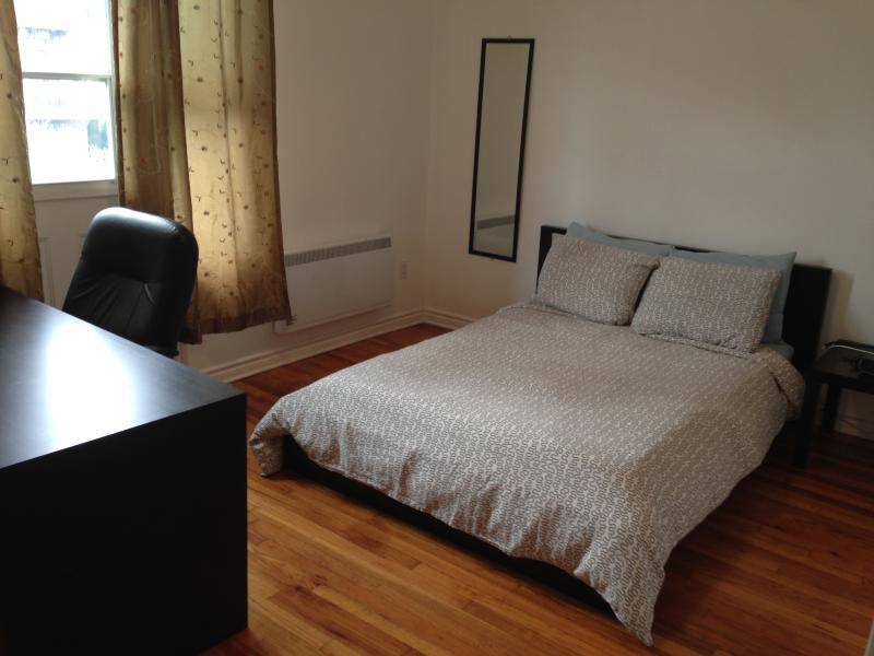 Fleur de Lys Flat - 3 Beds, 1 Bath - Image 1 - Montreal - rentals