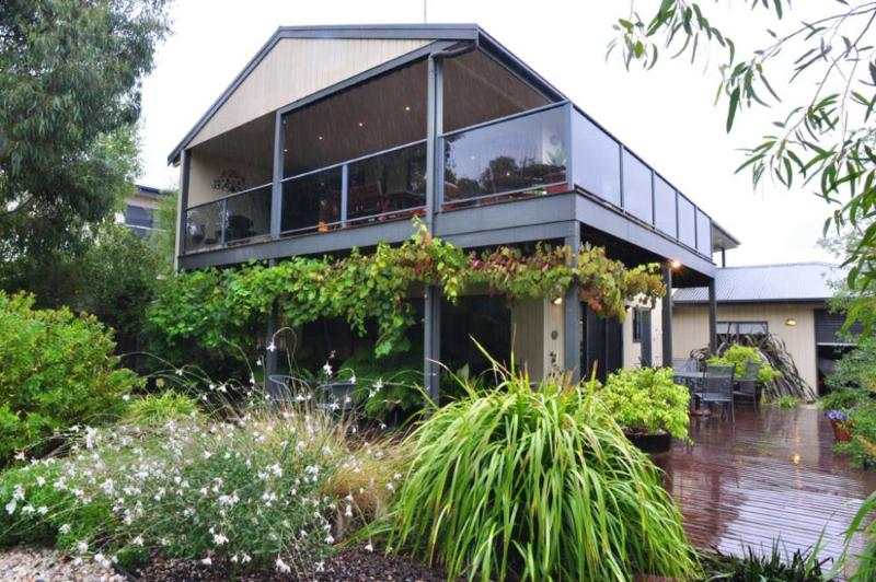 THE ULTIMATE CHILL PILL - (FREE WIFI & FOXTEL) - Image 1 - Inverloch - rentals