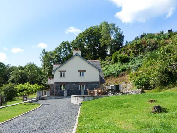 CUNSEY LODGE, Lake Windermere views, en-suites throughout, beautiful cottage with woodburner, in Graythwaite, Ref. 914076 - Image 1 - Hawkshead - rentals