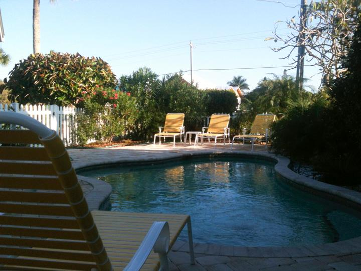 The pool is ready to welcome you - A Turtle Place - Pool Beach House on the island - Holmes Beach - rentals