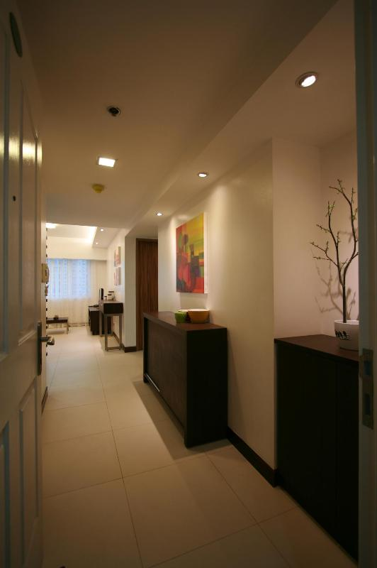 Entrance - 2BR with Wi-Fi, Cable TV - RESORT CONDO - Mandaluyong - rentals