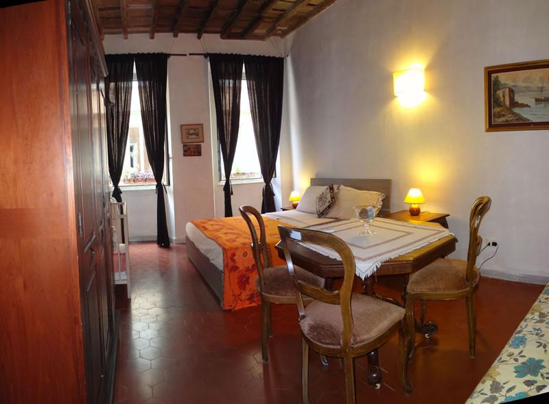 First bedroom with double bed and sofàbed, the room has air conditioning - Wide 3 Bedrooms Apartment in the center of Rome - Rome - rentals