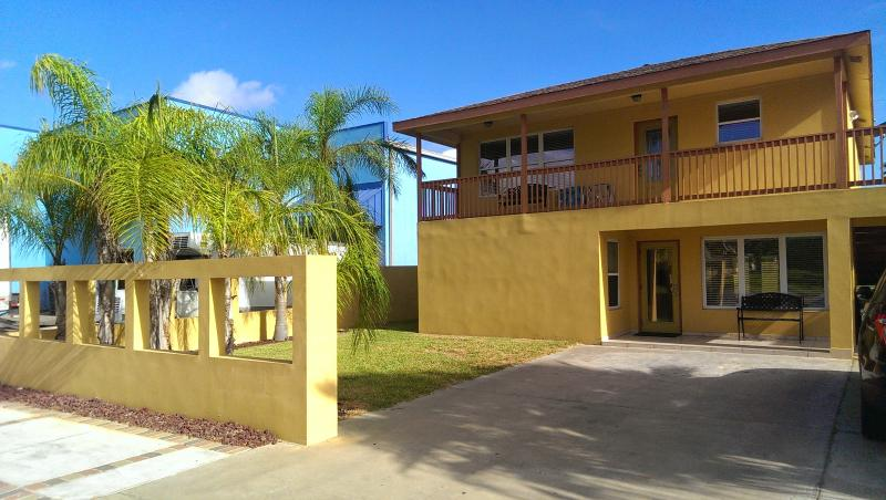 Exterior of Las Ventanas at Red Snapper. Large balcony area for upstairs unit. - Las Ventanas (5bed/3bath) - South Padre Island - rentals