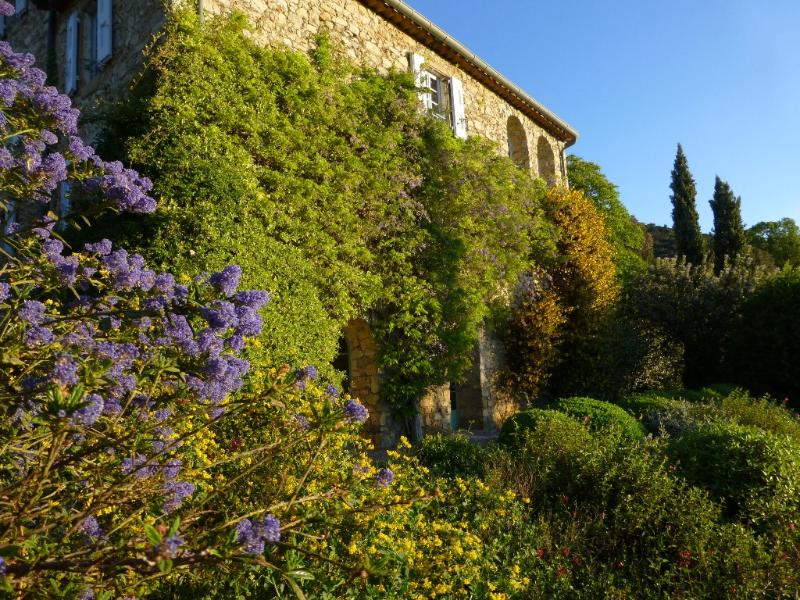 House and flowers - Mas de l'Aire, Provencal Mas in the Cevennes - Monoblet - rentals
