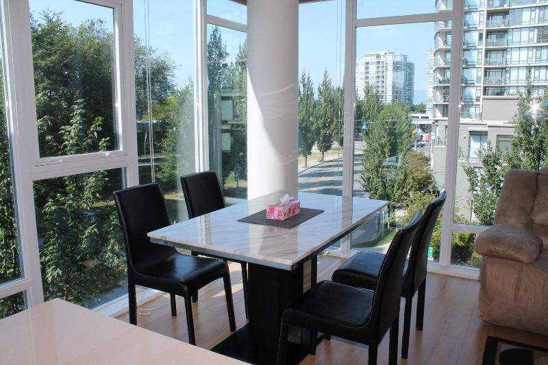 Dining sapce - New 3 BD/2BA Air-condition Apt at Central Richmond - Richmond - rentals