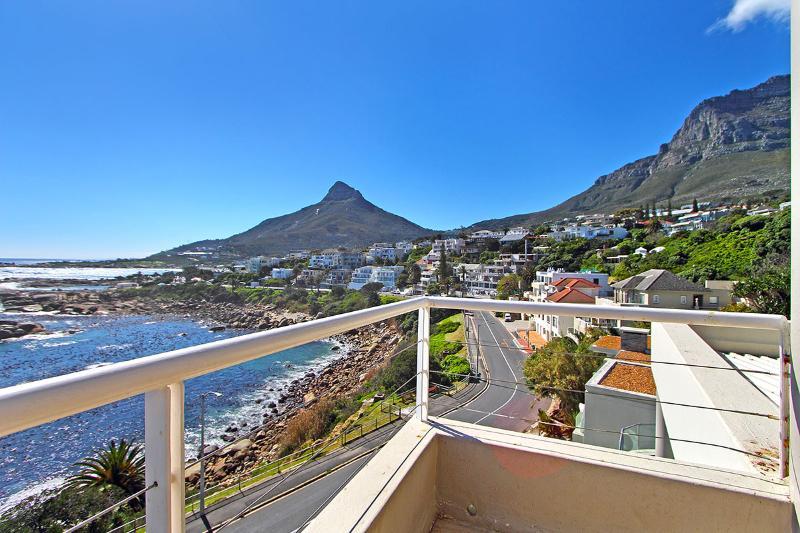 Balcony Views - Victoria Views - beachfront position & sea views - Camps Bay - rentals