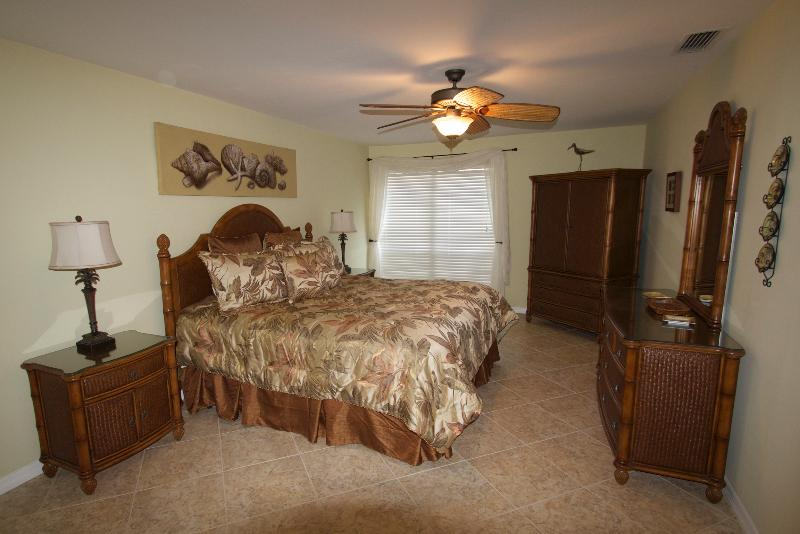 Updated 2/2 beachy luxury at Bowman's Beach - Image 1 - Sanibel Island - rentals