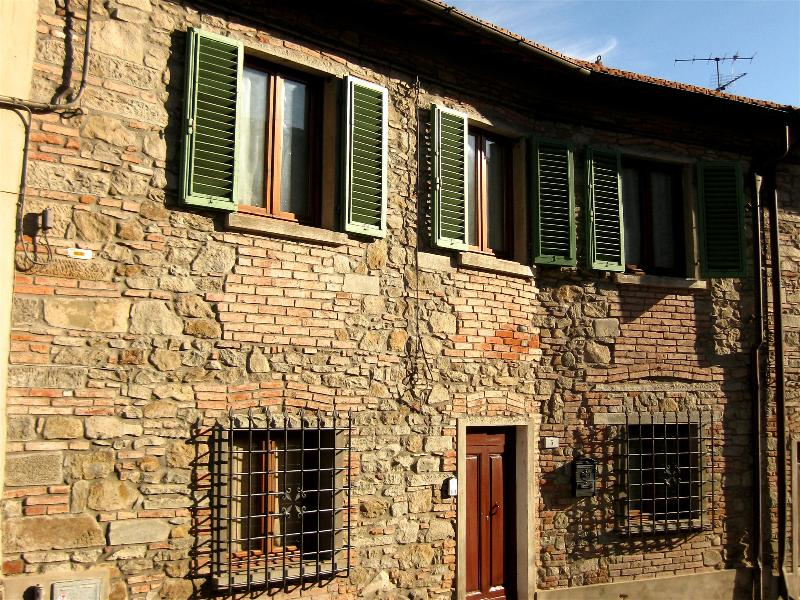Front view and main entrance. - Classic house in the heart of Tuscany Chianti area - Greve in Chianti - rentals