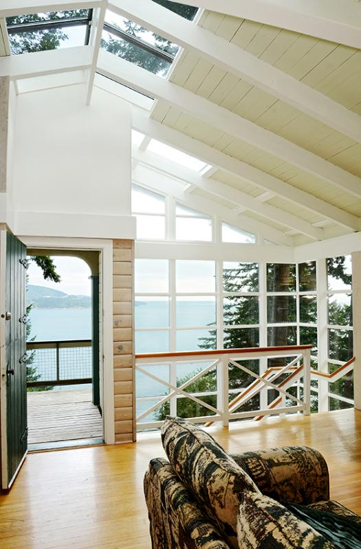 Southerly Ocean Views of shipping, W. Van, and Coastal Mountains - Beach Access~Expansive Ocean Views~sleeps 6~Comfy - Bowen Island - rentals
