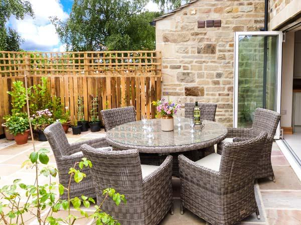 BEECH HOUSE, luxury cottage with en-suite, woodburner, WiFi, walks in the area, in Gargrave, Ref 28504 - Image 1 - Gargrave - rentals