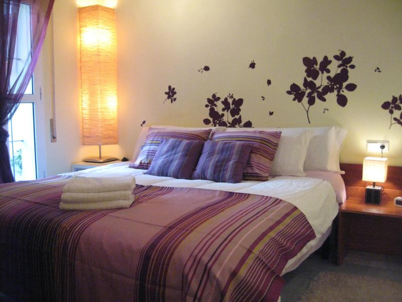 Main bedroom renovated - 2-4 Guest Impeccable Apt. WiFi, AC. Prime Location - Seville - rentals