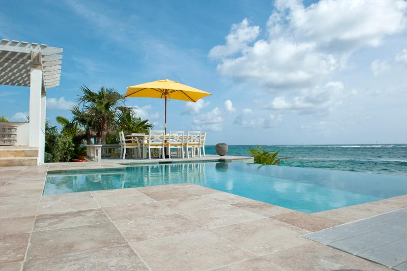 Kataluma's new beachfront infinity pool! - Private Beachfront Estate w/Pool, home theatre - Eleuthera - rentals