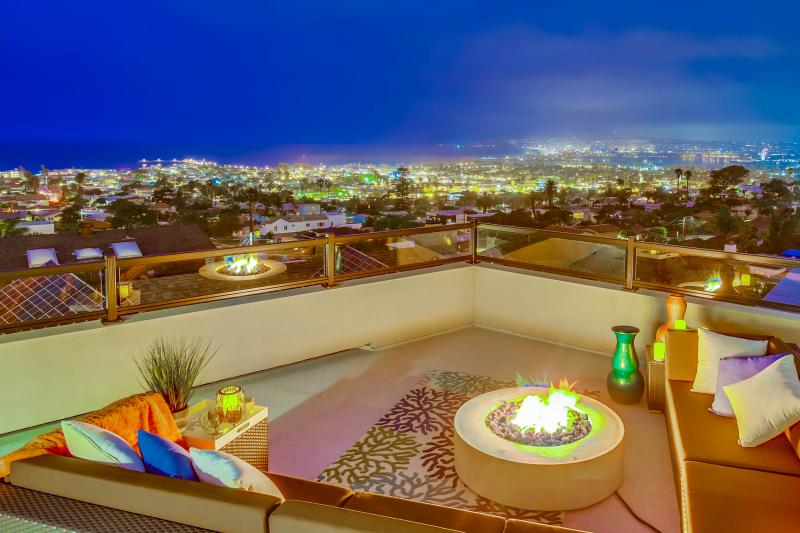 Rooftop patio with fire pit. - Sophisticated Luxury Estate With Panoramic Views, - Pacific Beach - rentals