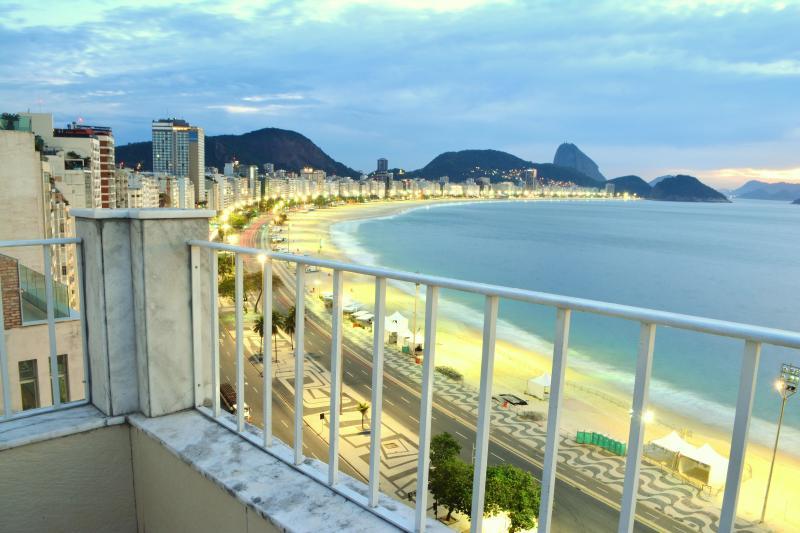 Beachfront Copacabana Penthouse Sunrise picture - Copacabana Beachfront  Penthouse - Rio de Janeiro - rentals