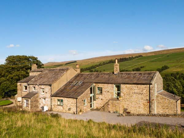DEERCLOSE WEST FARMHOUSE, stone-built, woodburners, parking, garden, in Horsehouse, Ref 912912 - Image 1 - Horsehouse - rentals