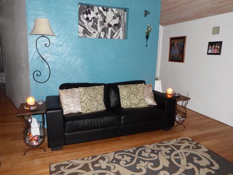 Living Room - Darling Floating Home - Portland - rentals