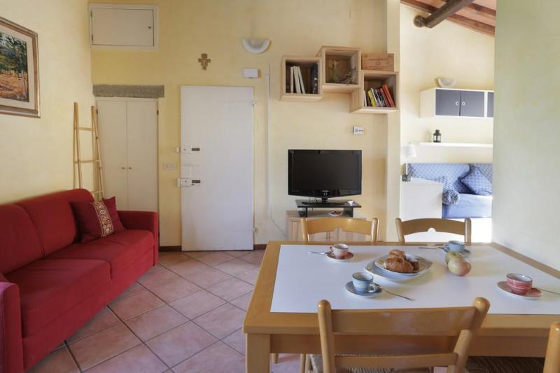 A cosy apartment in the San Niccolo district - Image 1 - Florence - rentals