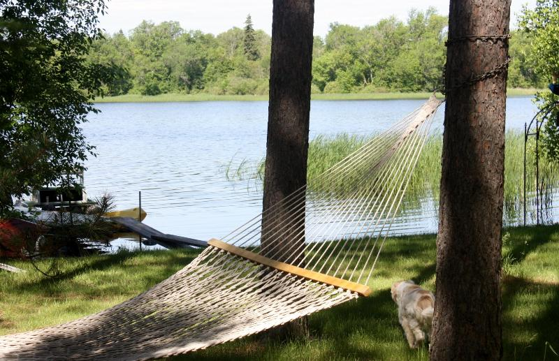 LAKESIDE HAMMOCK - ON THE LAKE GUEST HOUSE N TREE HOUSE SPA - Squaw Lake - rentals