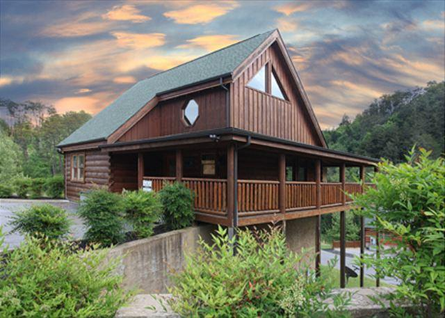 Pet Friendly, Cathedral Ceiling, Game Room, Pool, Mini Golf, Gated Resort - Image 1 - Sevierville - rentals