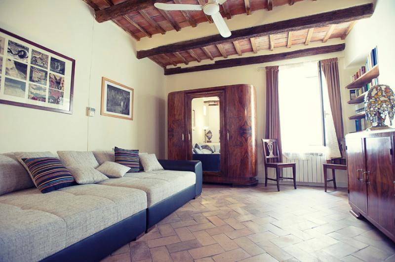 spacious living room - Casa Grifone 200 steps from Coliseum - Rome - rentals