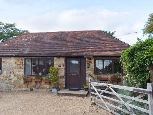 WISTERIA COTTAGE, ground floor cottage with en-suite bedroom, WiFi, pet-friendly in Crowborough, Ref. 916467 - Image 1 - Crowborough - rentals