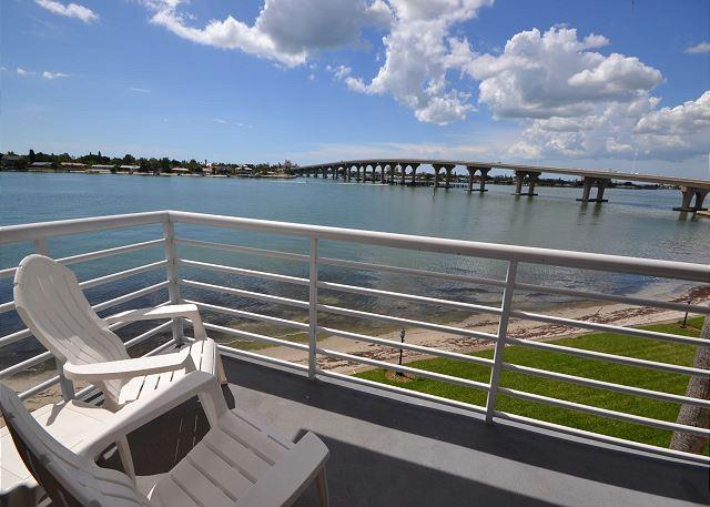 Bahia Vista 9-317 Fabulous Updated Isla  corner condo with sunset views! - Image 1 - Saint Petersburg - rentals