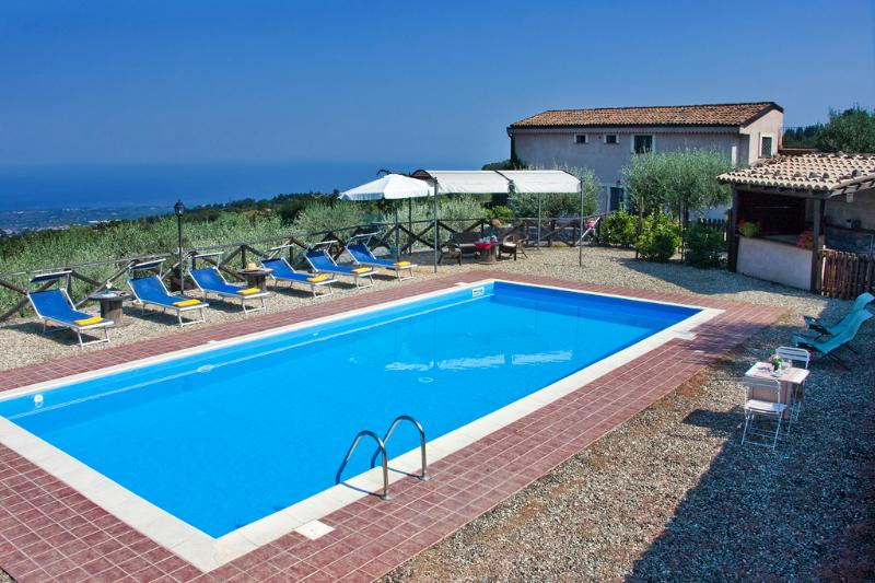 The villa, the pool, the flowers and the sea - SUN OF SICILY: luxury villa with private pool, park, vista - Mascali - rentals