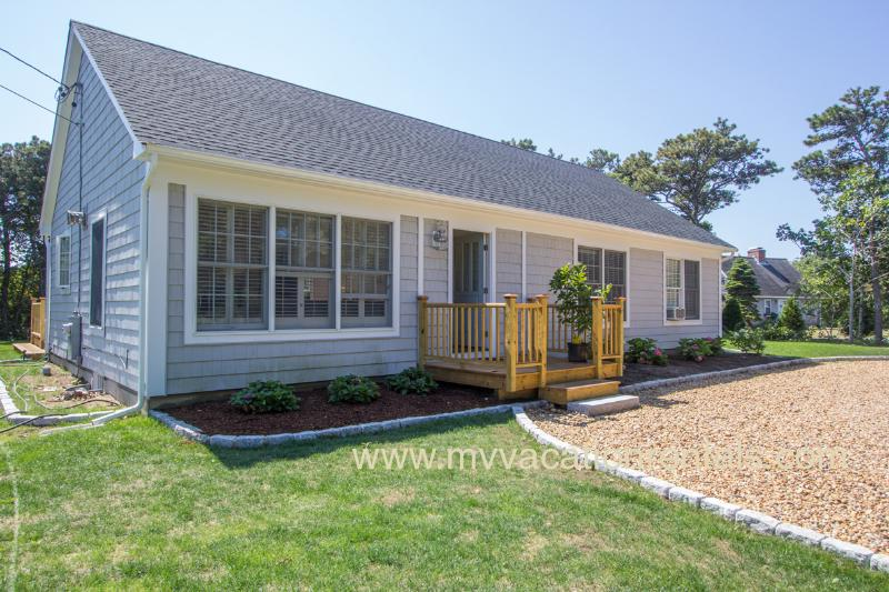 Front of House - KOSE2 - Classic Updated Summer Katama Cottage, A/C Bedrooms, WiFi, 1.5 Miles to South Beach and same to Village Center - Edgartown - rentals