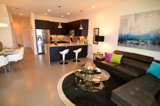3 Large Bedrooms With 3 Modern Bathrooms And Private Splash Pool. 17440PA - Image 1 - Orlando - rentals