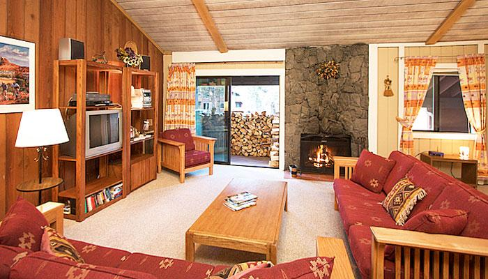 The Summit #H108 Living Area with A Wood Burning Fireplace and Vaulted Ceilings - Summit H108 - Mammoth Condo at Eagle Lift - Mammoth Lakes - rentals