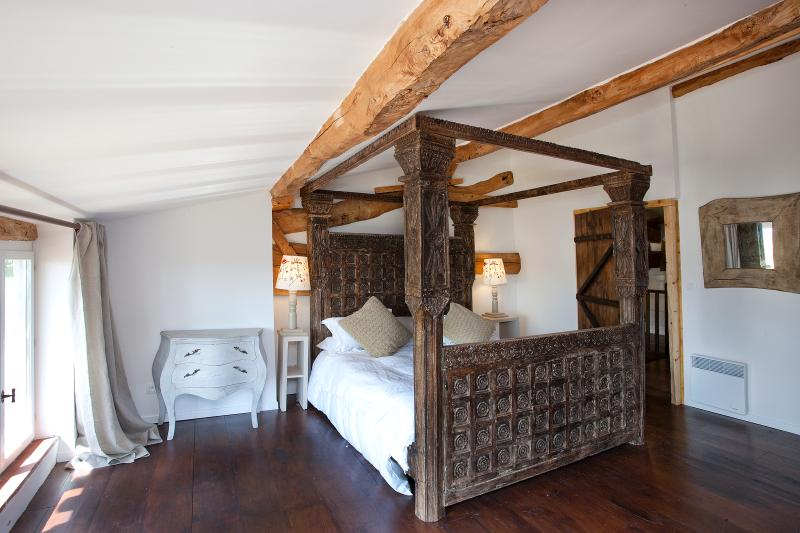 Mutley gite, main bedroom - Mutley gite at Chateau de Montoussel near Toulouse - Toulouse - rentals