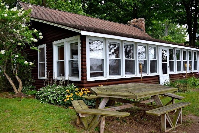 Waterfront Porch Diamond Lake Michigan - Rustic Diamond Lake Island Waterfront Cottage - Cassopolis - rentals
