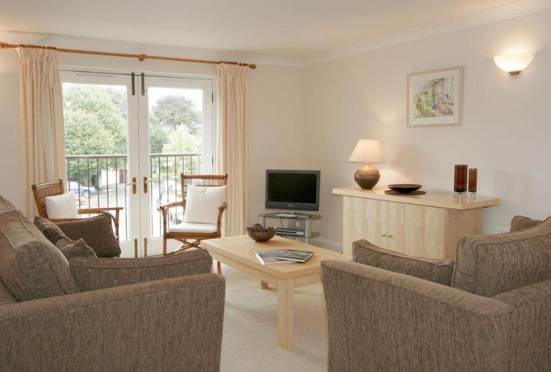 Living room - 10 Dartmouth House - Dartmouth - rentals