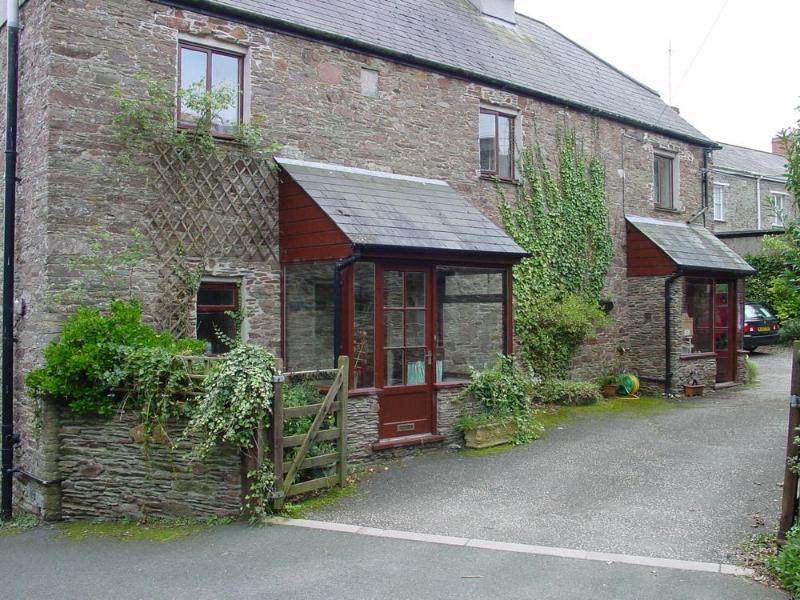 outside front1 - Greystones Farmhouse - Loddiswell - rentals