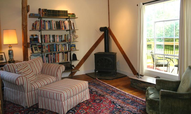 Living Room - Beautiful Popple Dungeon Barn Apartment - Chester - rentals